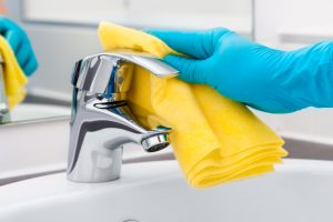 Cleaning bathroom tap